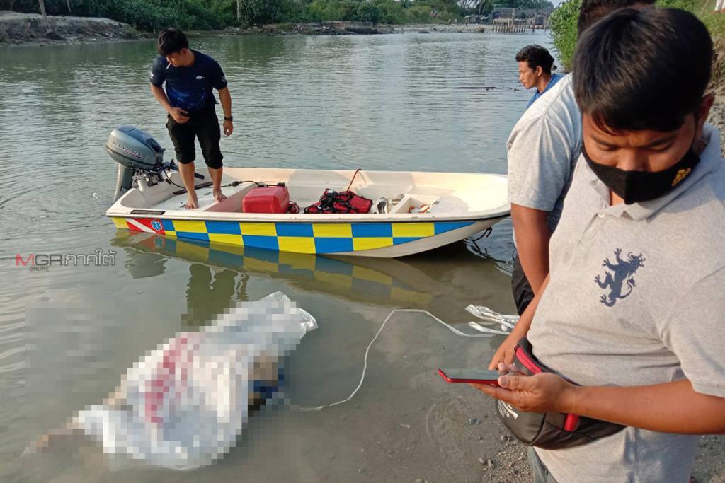 ผงะพบ 3 ศพปริศนาลอยกลางทะเลท่าศาลา จนท.เร่งเก็บกู้คาดเป็นลูกเรือประมง
