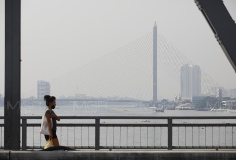แหงนมองฟ้า ไม่ใช่หมอก กทม.ค่าฝุ่นพิษ PM 2.5 ฟุ้งเกินมาตรฐาน 70 พื้นที่