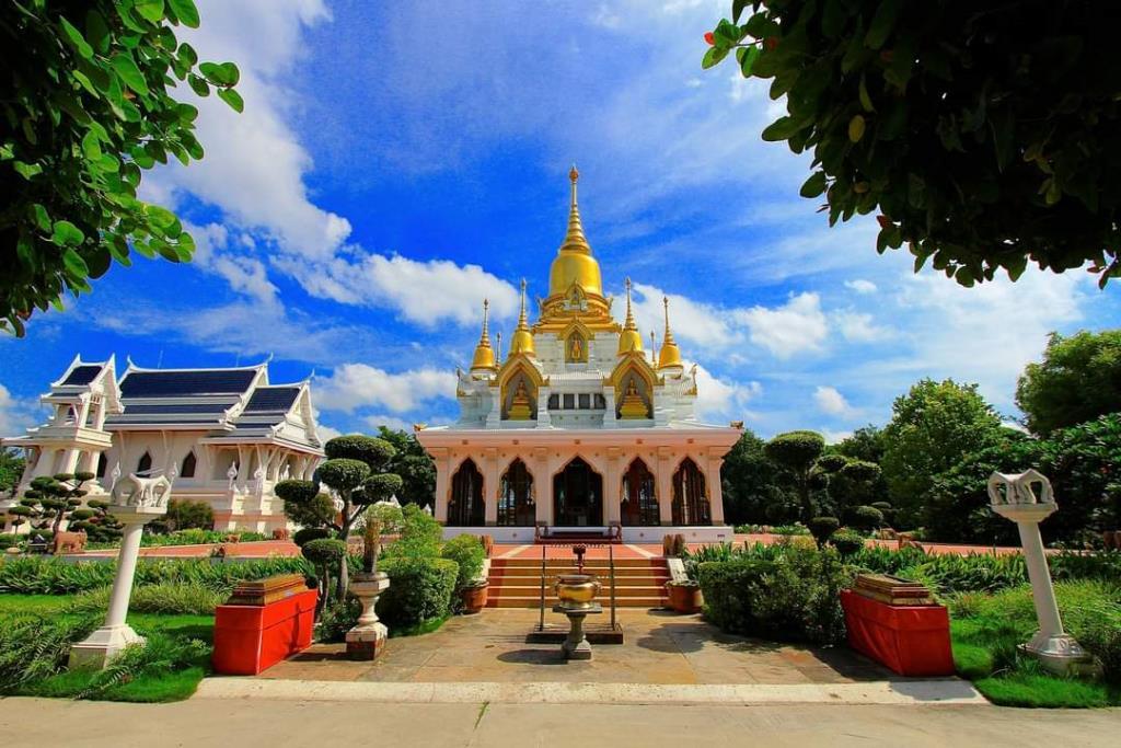 พระมหาธาตุเฉลิมราชย์ศรัทธา (ภาพ : เพจวัดไทยกุสินาราเฉลิมราชย์)