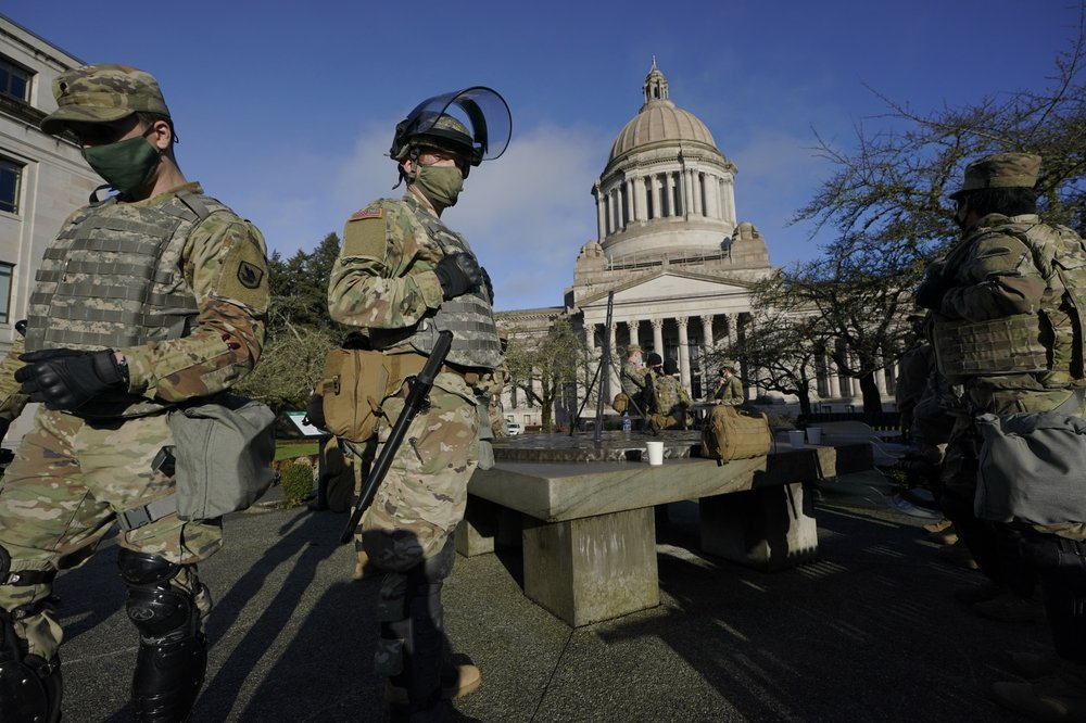 อเมริกาเตรียมพร้อมรับมือม็อบติดอาวุธ ระดมทหารอารักขาพิธีสาบานตนไบเดน