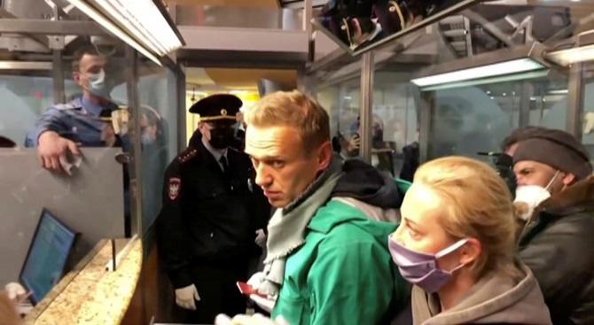 'นาวาลนี'คู่ปรับ'ปูติน'บินกลับรัสเซียหลังพ้นโคม่าจากโดนวางยาพิษ แต่ถูกรวบตัวทันควัน