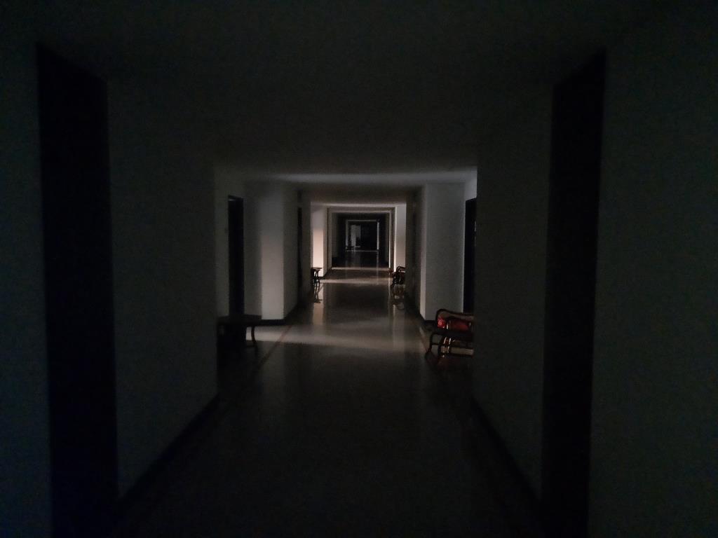 ชวนขนลุก! หนุ่มรีวิว State Quarantine น่ากลัวราวตึกร้าง ไม่มีน้ำ-ไฟฟ้า เจ้าตัวเผย เข้าใจคนที่หนีสถานกักกันแล้ว