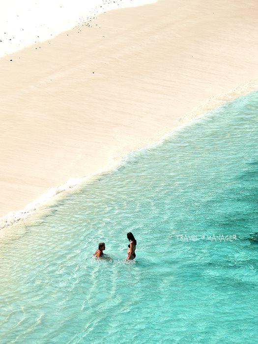 หาดสวยน้ำใส ชวนแหวกว่ายที่เกาะแปด