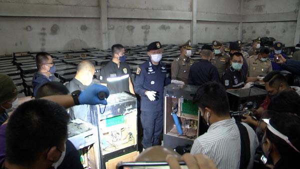 ตำรวจภาค4ทลายโกดังใหญ่ในขอนแก่น ยึดตู้สลอต418เครื่อง โยงมาเฟียบ่อนที่ชลบุรี