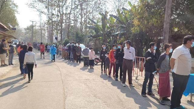 จนท.เร่งตรวจกลุ่มเสี่ยง 2 หมู่บ้านชายแดนแม่สอด หลังพบ 5 แรงงานพม่า-เด็ก 4 เดือน ติดโควิด