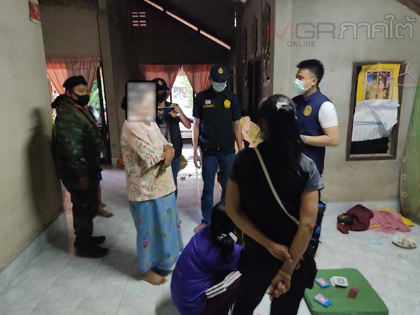 ชุดสืบสวนสอบสวนโรคโควิดทุ่งหว้าทลายบ่อนพนันชาวบ้านรวบนักพนัน 5 ราย