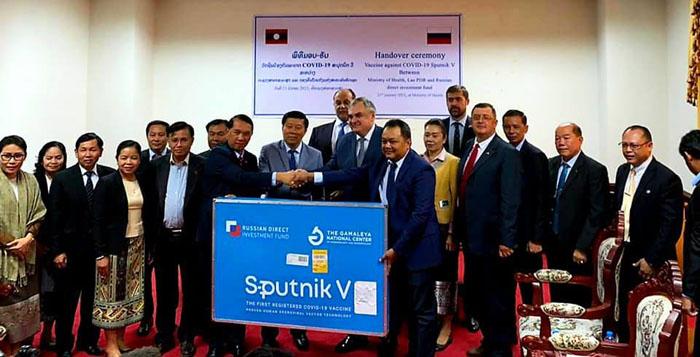 ลาว ได้วัคซีน Sputnik V แล้ว สาธารณสุขรับมอบล็อตแรก 500 โดสจากทูตรัสเซีย