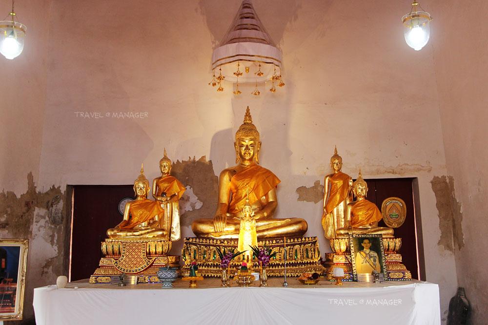 ด้านในอุโบสถมีพระพุทธรูปงดงาม