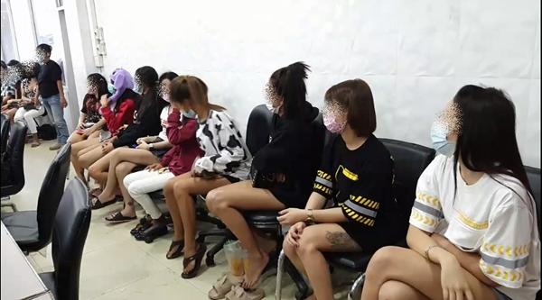 ก๊วนปาร์ตี้ยา ตรวจสอบแล้วพบสารเสพติดทั้ง 39 คน เตรียมแจ้งข้อหาเพิ่ม