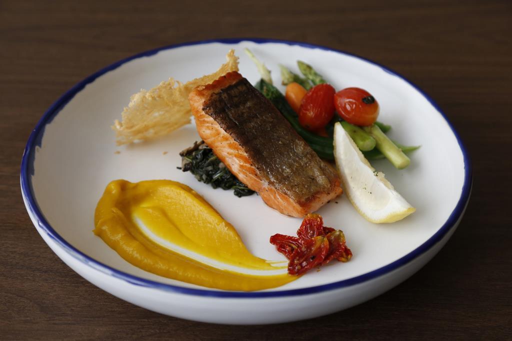 """อิ่มจุใจ """"อาหารยุโรป 4 คอร์ส"""" 299 บาท ที่ห้องอาหารเปรมประชากร"""