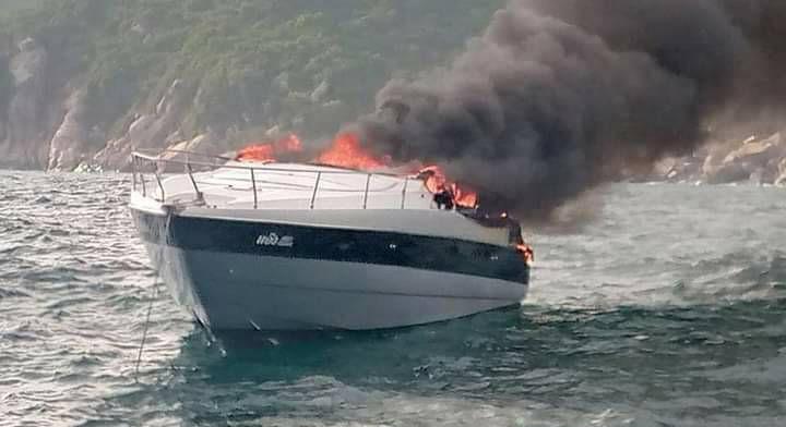 ไฟไหม้เรือยอร์ชผู้บริหารห้างดัง กลางทะเลเกาะพงัน เสียหายกว่า 30 ล้าน