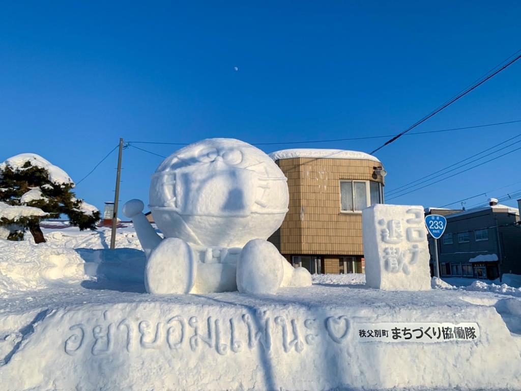 น่ารัก! ตุ๊กตาหิมะโดเรมอนใส่หน้ากากอนามัย พร้อมให้กำลังใจ อย่ายอมแพ้โควิด