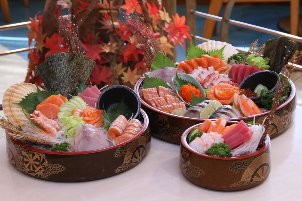"""อิ่มคุ้มถูกใจคนรักอาหารญี่ปุ่นกับ """"เซทซาชิมิ"""" ที่ดิเอมเมอรัลด์ ค็อฟฟี่ชอป"""