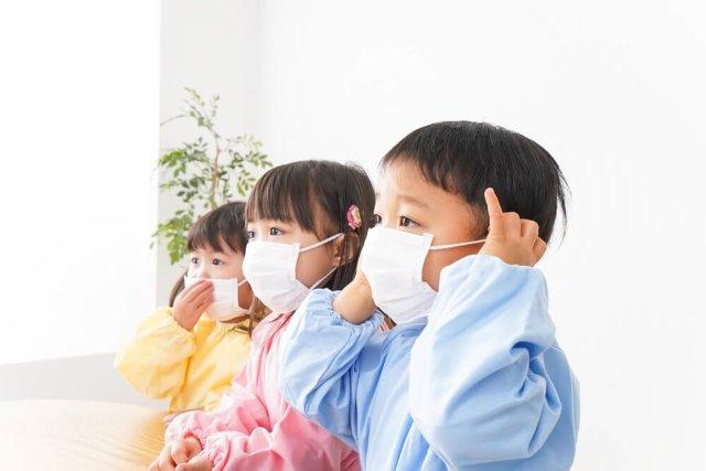 ผู้เชี่ยวชาญญี่ปุ่นเตือน หน้ากากอนามัยส่งผลต่อพัฒนาการของเด็ก