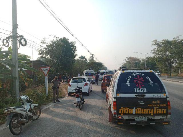ระทึก!กระบะพุ่งตกถนน ทล.11 ชนบ้านชาวพรหมพิราม แรงงานพม่าเจ็บ 5 ราย