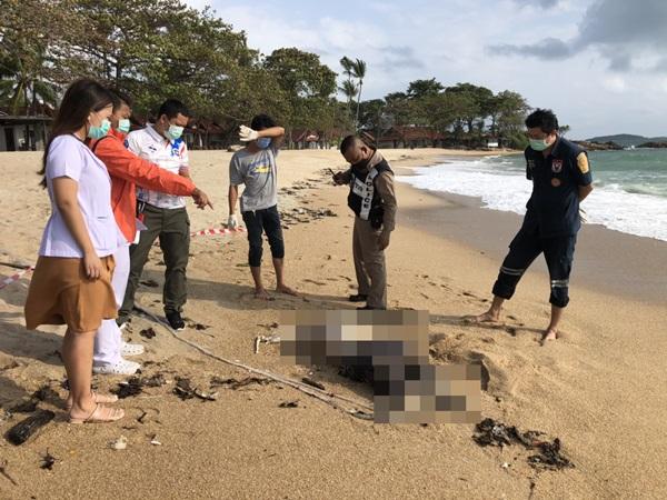 สยดสยอง! คลื่นซัดศพชายปริศนาเกยหาดเกาะสมุย สภาพศีรษะ-แขน ขาดหาย ตายไม่ต่ำกว่า 10 วัน