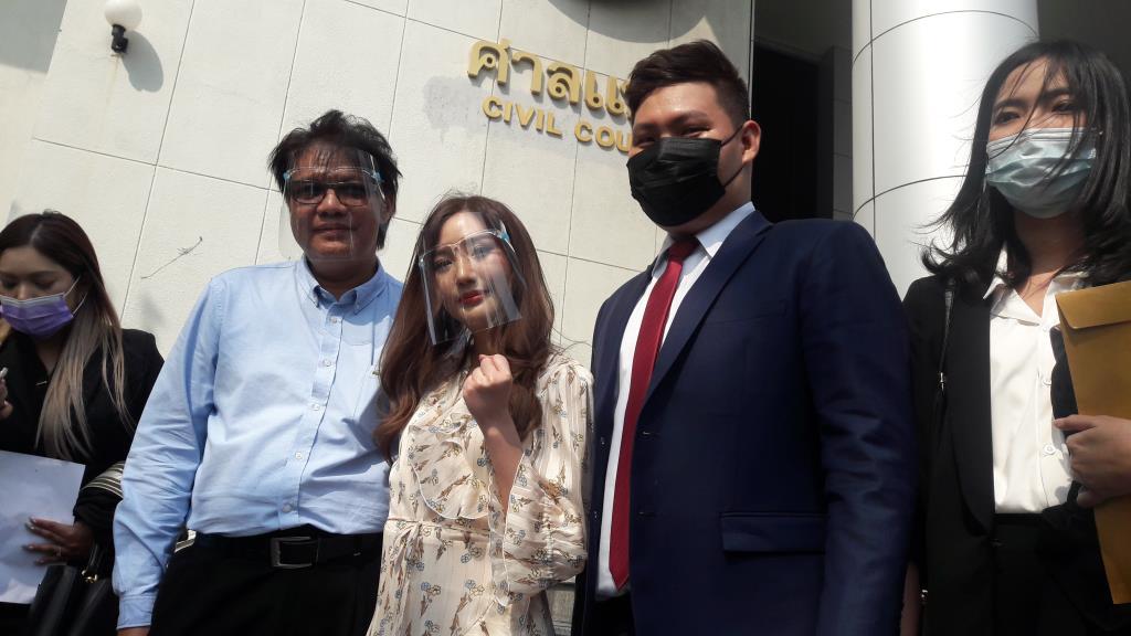 """""""แนทเธอรีน ดุสิตา"""" อดีต BNK48 ยิ้มออก ศาลแพ่งพิพากษาไม่ผิด ต้นสังกัดฟ้องหมิ่นประมาท"""