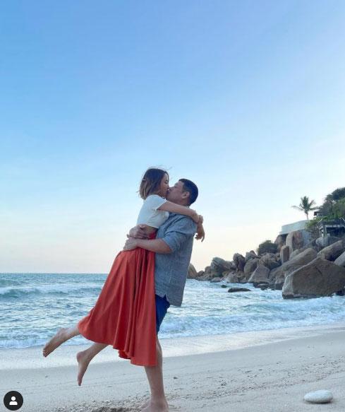 """1 ปีมีแต่หวาน """"น้ำชา ชีรณัฐ - ดร.วาว"""" จัดซีนโรแมนติกครบรอบแต่งงาน ขออยู่เคียงข้างกันทุกๆวัน"""