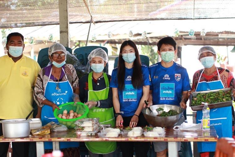 """มาดามแป้ง-เมืองไทยประกันภัย ส่งทีมอาสาฯ ลงพื้นที่สานต่อ """"ครัวมาดาม"""" ส่งต่อน้ำใจให้สังคมไทยรอบด้าน"""