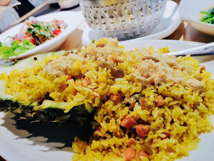แฟ้มภาพซินหัว : ข้าวผัดสับปะรดของร้านอาหารไทยแห่งหนึ่ง ในนครหนานหนิง เมืองเอกของเขตปกครองตนเองกว่างซีจ้วง ทางตอนใต้ของจีน ภาพวันที่ 25 ม.ค. 2021