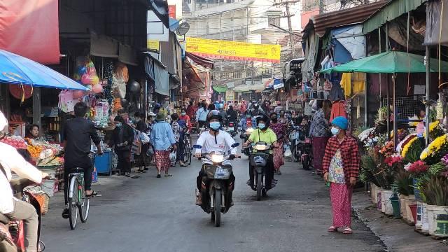 ทีม สธ.รุกตรวจโควิดชาวชุมชนรอบตลาดแม่สอด หลังพบพ่อค้า-ญาติติดเชื้อกว่า 10 ราย