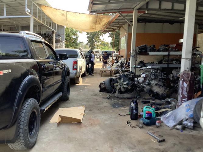 บุกทลายอู่ซ่อมรถที่มหาสารคามยึดกระบะ9คัน เผยแยกชิ้นส่วนก่อนสวมทะเบียนขายเพจเต้นท์มือสอง