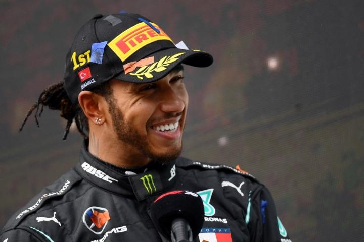"""สัญญาใหม่ส่ง """"แฮมิลตัน"""" นั่งแท่นค่าจ้างแพงสุดโลก F1"""