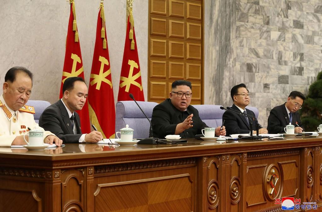 'คิมจองอึน' ปลดฟ้าผ่าหัวหน้าทีมเศรษฐกิจ โวยคณะรัฐมนตรี 'สุดห่วย-ไร้ความคิดสร้างสรรค์'