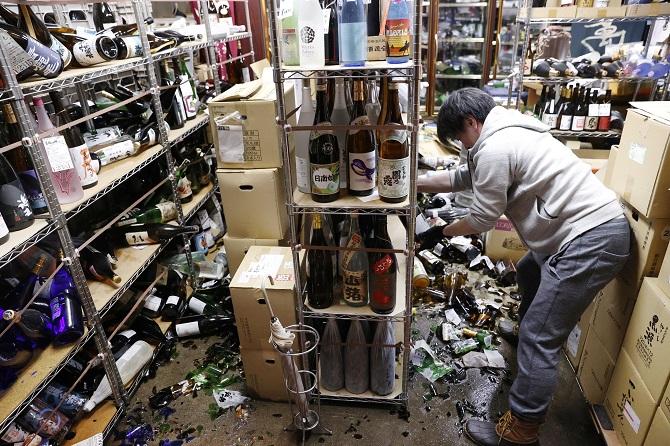 แผ่นดินไหวรุนแรงเขย่าญี่ปุ่นก่อนครบ10ปีมหันตภัยสึนามิ บาดเจ็บหลายสิบคน(ชมคลิป)