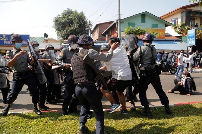 พม่าจัดหนักผู้ประท้วงต้านรัฐประหาร ระงับกม.เปิดทางคุมตัวผูู้ต้องสงสัยไม่ต้องขออนุญาตศาล