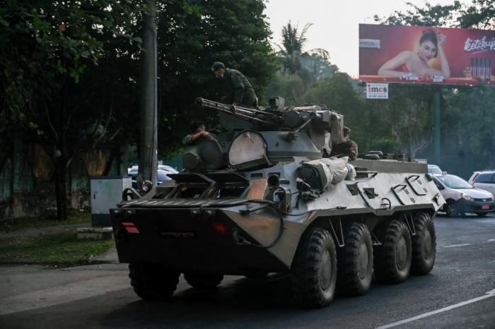 พม่าระอุต่อเนื่อง! ทหารยิงสลายผู้ชุมนุม-เคลื่อนรถหุ้มเกราะเข้าย่างกุ้ง สหรัฐฯ เตือนพลเมืองเก็บตัวในที่พัก