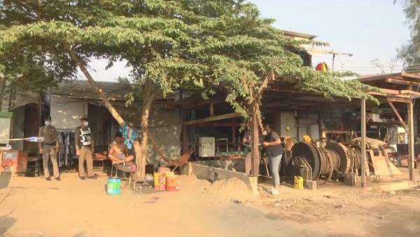 แรงงานพม่าตั้งวงดื่มเหล้า พูดจาไม่เข้าหูคว้าท่อนไม้ฟาดดับคาห้อง