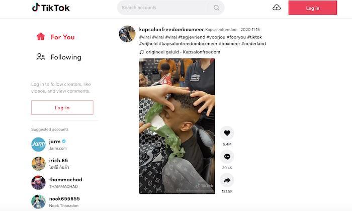 ต้นเรื่องของวิดีโอนี้คือร้านตัดผมชายชื่อ Kapsalon Freedom ในเนเธอร์แลนด์ ซึ่งมีผู้ติดตามใน TikTok มากกว่า 800,000 คน