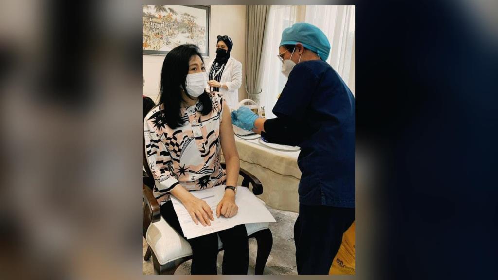 """""""ปู"""" อวดได้รับวัคซีนโควิด-19 แล้ว หวังคนไทยจะได้มีโอกาสฉีดในเร็วๆ นี้"""