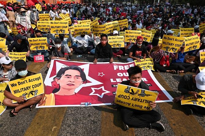 สหรัฐฯจี้กองทัพพม่าอย่าใช้ความรุนแรง-คายอำนาจ หลังตายแล้ว1ศพเซ่นประท้วงต้านรัฐประหาร