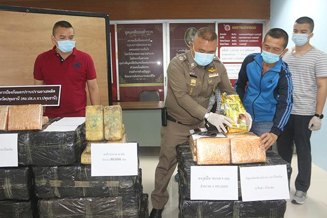 ตร.ปทุมฯ ตามจับแก๊งยาเสพติดรายใหญ่ ยึดของกลาง กัญชา ยาบ้า ยาไอซ์ จำนวนมาก
