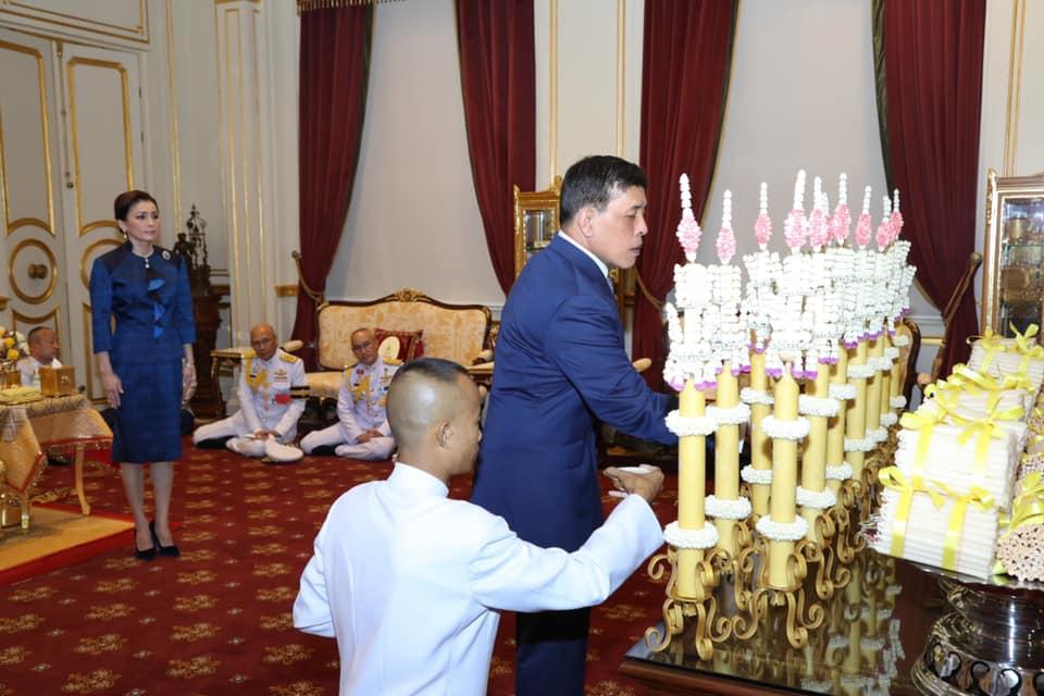 ในหลวง-พระราชินี ทรงเจิมเทียนรุ่งเนื่องในการพระราชกุศลมาฆบูชา พุทธศักราช 2564