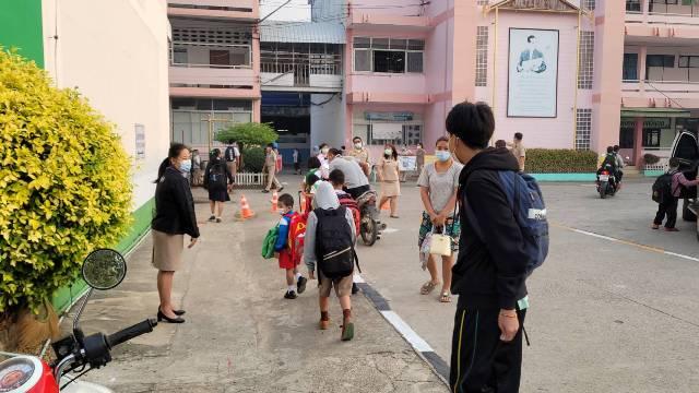 โควิดแม่สอดเริ่มคลี่คลาย-ผู้ป่วยใหม่เป็นศูนย์ โรงเรียนชายแดนเริ่มเปิดสอนวันแรกแล้ว