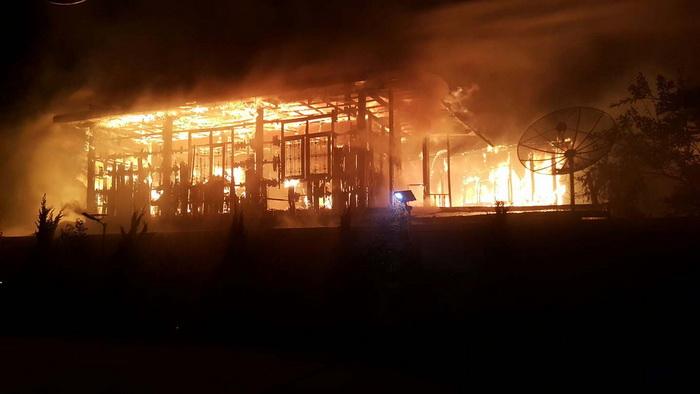 ไฟไหม้บ้านกลางเมืองมุกดาหารคลอกยาย84ดับอนาถ เผยในบ้านมีแต่เชื้อเพลิงเพราะรับซื้อของเก่า
