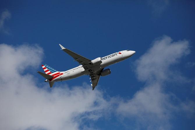 ระทึกกลางเวหา! เครื่องบินโดยสารสหรัฐฯ หวิดปะทะวัตถุปริศนา คาดอาจเป็นขีปนาวุธร่อน