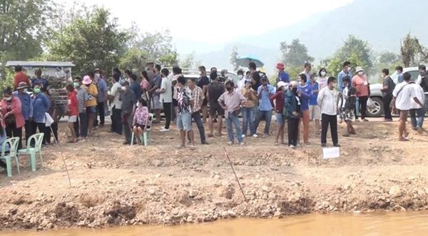 'ครูปรีชา' เจ้าของคดีหวย 30 ล้านบาท บุกชิมน้ำแร่โซดา ห้วยกระเจา บ้านเกิด