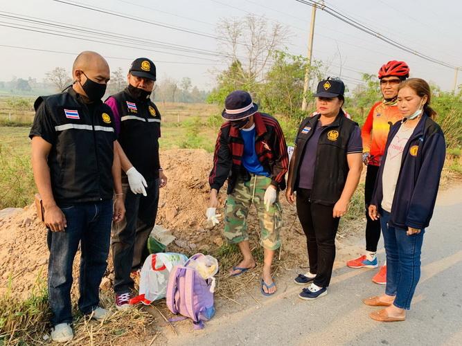 ชาวบ้านเจอกระเป๋าเป้ถูกทิ้งกลางถนน เปิดออกถึงกับผง่ะเป็นยาบ้า30,000เม็ด