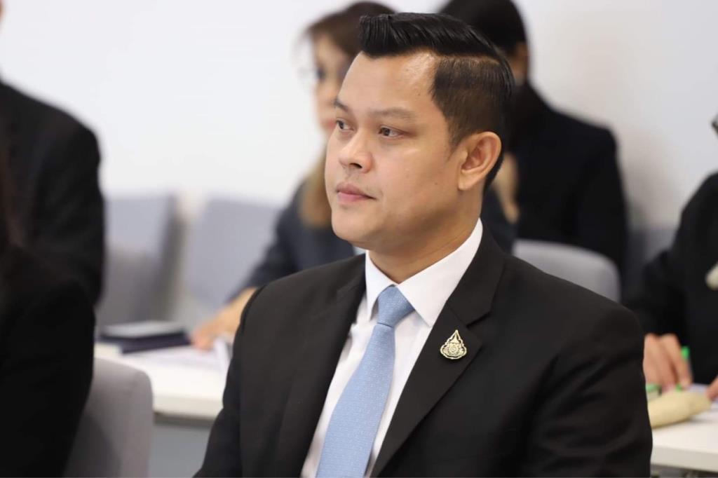 """""""ธนกร""""ซัด """"ทอน-เพื่อไทย""""บิดเบือนใสร้ายรัฐบาลใช้ความรุนแรง ลั่นม็อบเหิมทำร้ายตำรวจไม่ชุมนุมสันติ"""