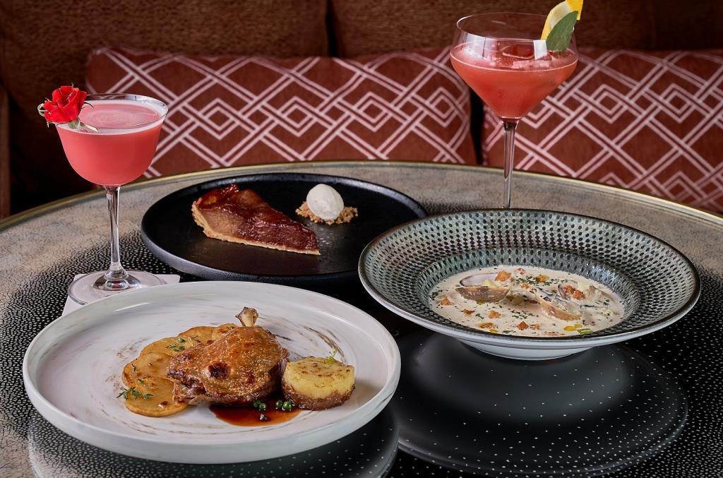 """อิ่มอร่อยมื้อกลางวัน ที่ห้องอาหารสูงที่สุดในไทย """"มหานคร แบงค็อก สกายบาร์"""""""