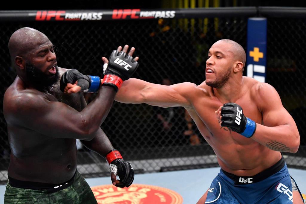 """""""เกน"""" รักษาสถิติไร้พ่าย โชว์เหนือต้อนแต้ม """"โรเซนสตรอยค์"""" ศึก UFC รุ่นยักษ์"""