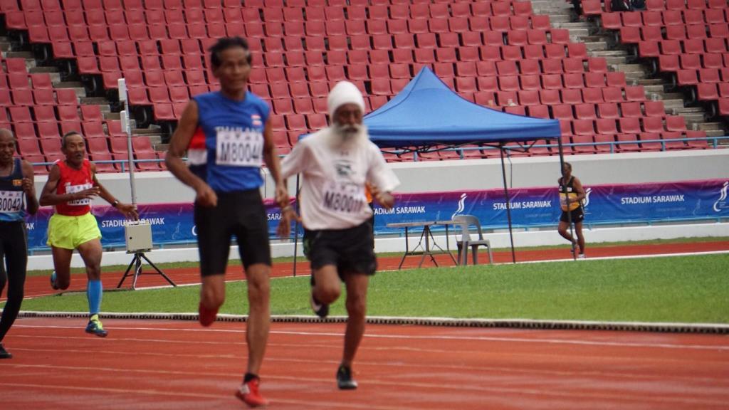 วิ่งส่งธงไทยไปโอลิมปิก สุดคึกคัก! ปู่วัย 85 ลมกรดเเชมป์เอเชีย ร่วมวิ่งจารึกประวัติศาสตร์
