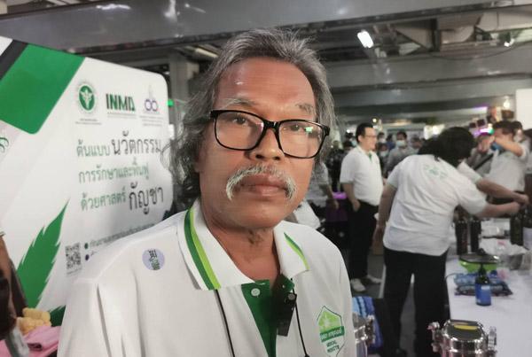 นายโอฬาร ชูเกียรติสกุล ประธานชมรมหมอพื้นบ้านแห่งประเทศไทย