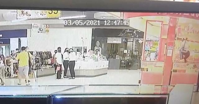 คนร้ายบุกเดียวชิงทอง ร้านทองในห้างโลตัส บ้านโป่ง ได้ทอง 47 บาท