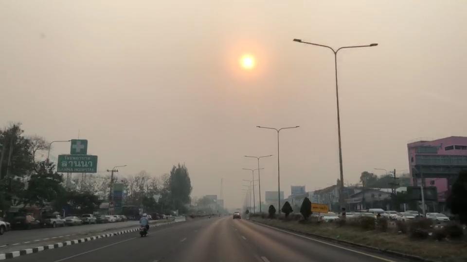 เชียงใหม่ฝุ่นควันหนาทึบแทบไม่เห็นตะวัน-ค่ามลพิษพุ่งยึดอันดับโลกแน่นเหตุเพื่อนบ้านเผาหนักโดนลมหอบมาสะสม