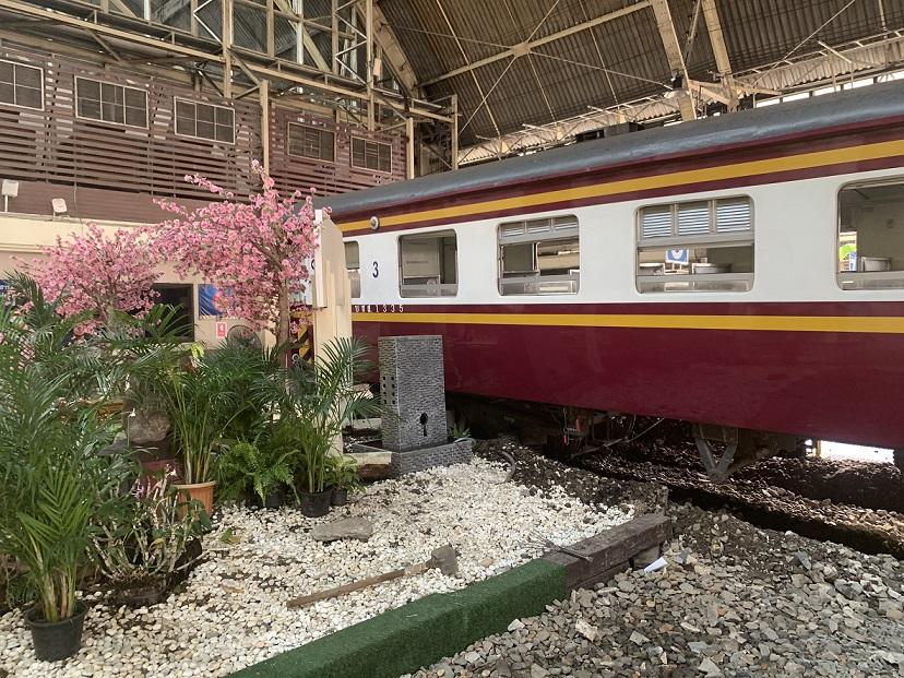 """ระทึก!ตู้พ่วงรถไฟถอยเกยชานชาลา """"หัวลำโพง"""" เหตุข้อต่อระหว่างตู้หลุด"""